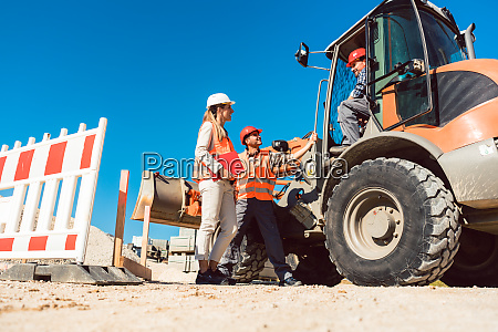 civil engineer and worker discussion on