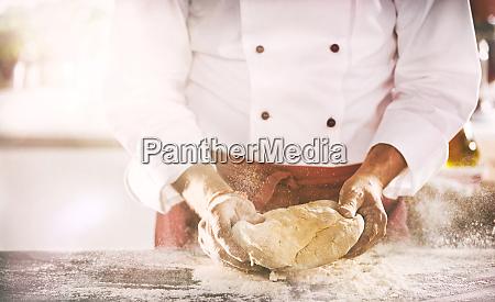 cuoco unico o panettiere che prepara
