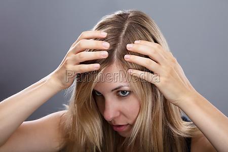 donna femminile perdita collaudare esaminare provare