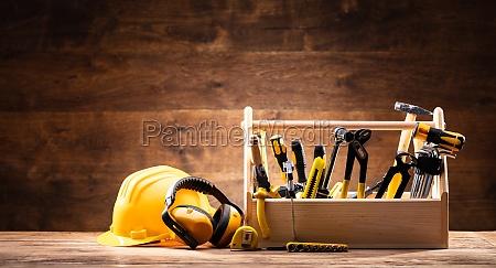 attrezzature di sicurezza vicino a toolbox