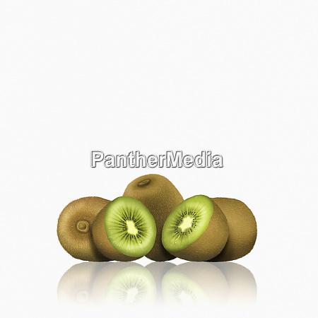 frutti di kiwi interi e tagliati