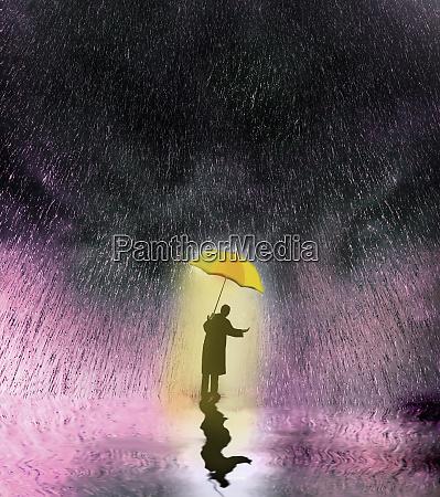 uomo daffari che controlla la pioggia