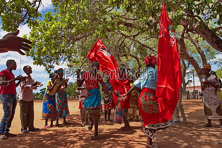 supporters of frelimo in saute