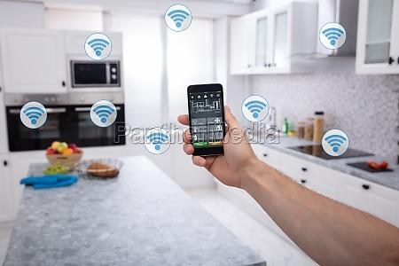 la persona sta usando lapplicazione smart