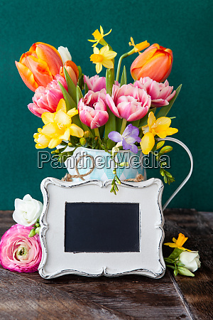 allegri fiori di primavera luminosi