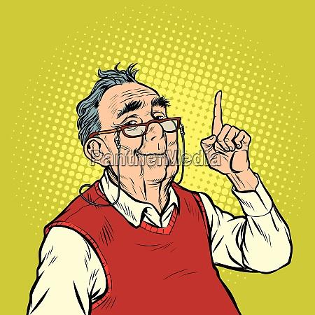 sorriso uomo anziano con occhiali attenzione