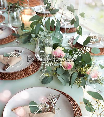 tavola di nozze decorata festiva