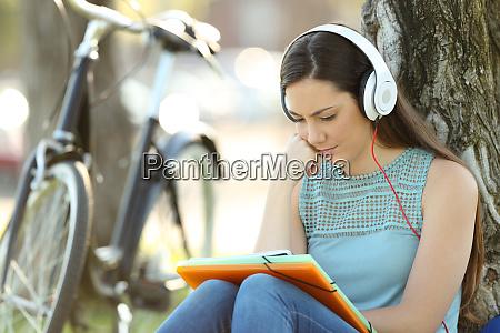 studiare studenti studi cuffie online apprendimento