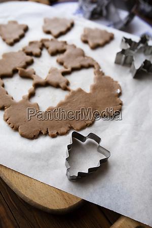 pasta per biscotti con forme tagliate