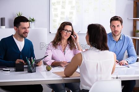 businessista al colloquio di lavoro