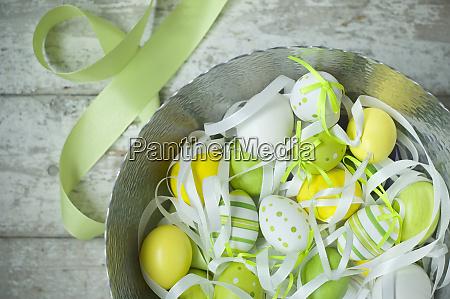 ciotola di uova di pasqua dipinte
