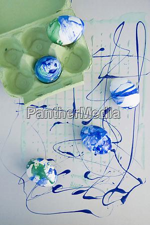 uova di pasqua dipinte con vernice