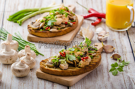 toast with mushrooms and fried chicken