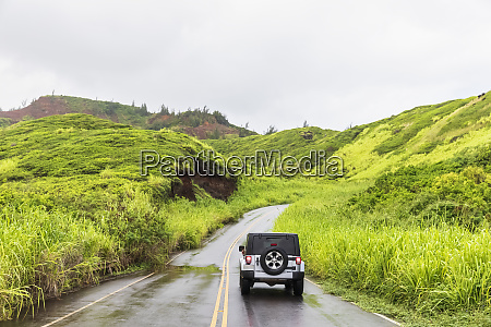 off road vehicle on kahekili highway