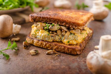french toast scrambled eggs