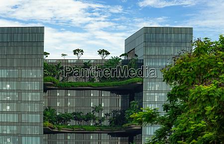 edificio di vetro eco friendly con