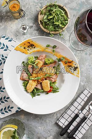 insalata con pancetta e carne fritta