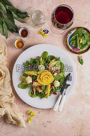 insalata di verdure e pollo con