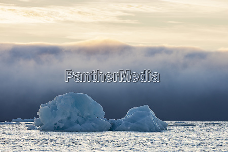 norvegia svalbard kvitoya iceberg e banco