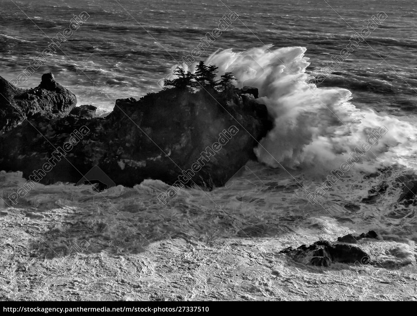 usa, , california, , big, sur., big, wave - 27337510