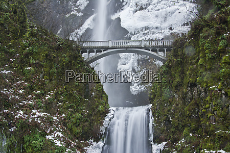 multnomah falls winter columbia gorge oregon