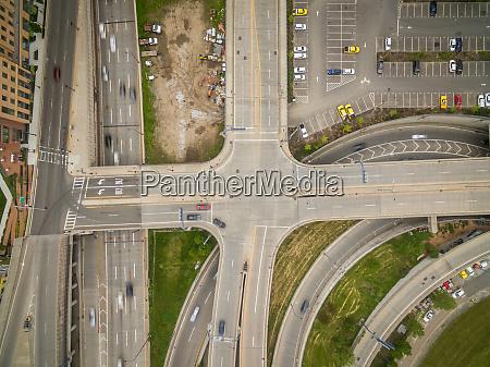 veduta aerea dellincrocio stradale a piu