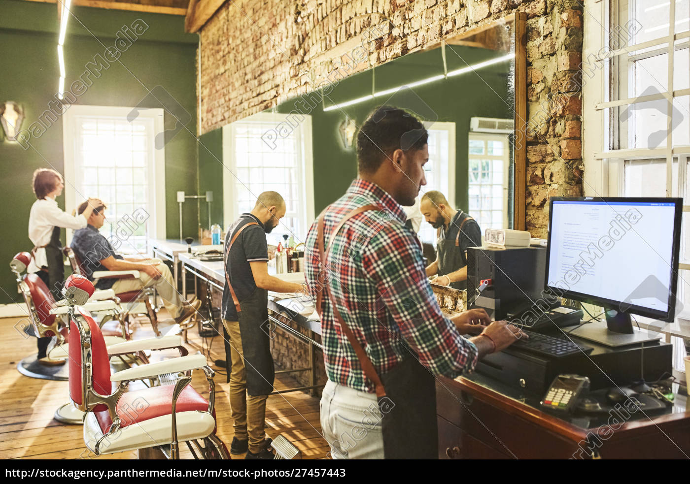 barbieri, maschi, che, lavorano, in, barbiere - 27457443