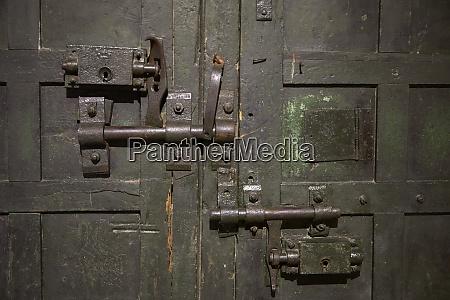 locks on doorway hoa lo prison