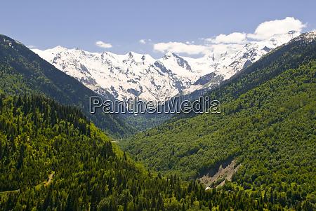 paesaggio montano di svanetia georgia