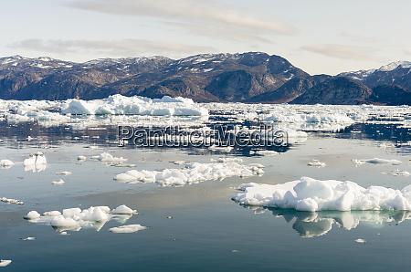 icebergs in the uummannaq fjord system