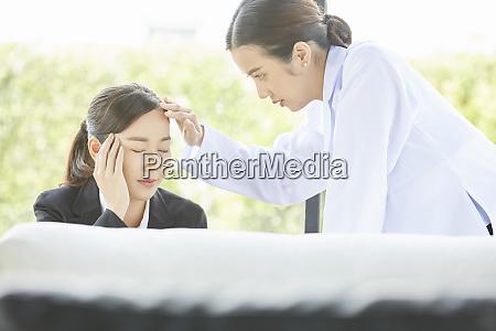 medico ospedaliero femminile