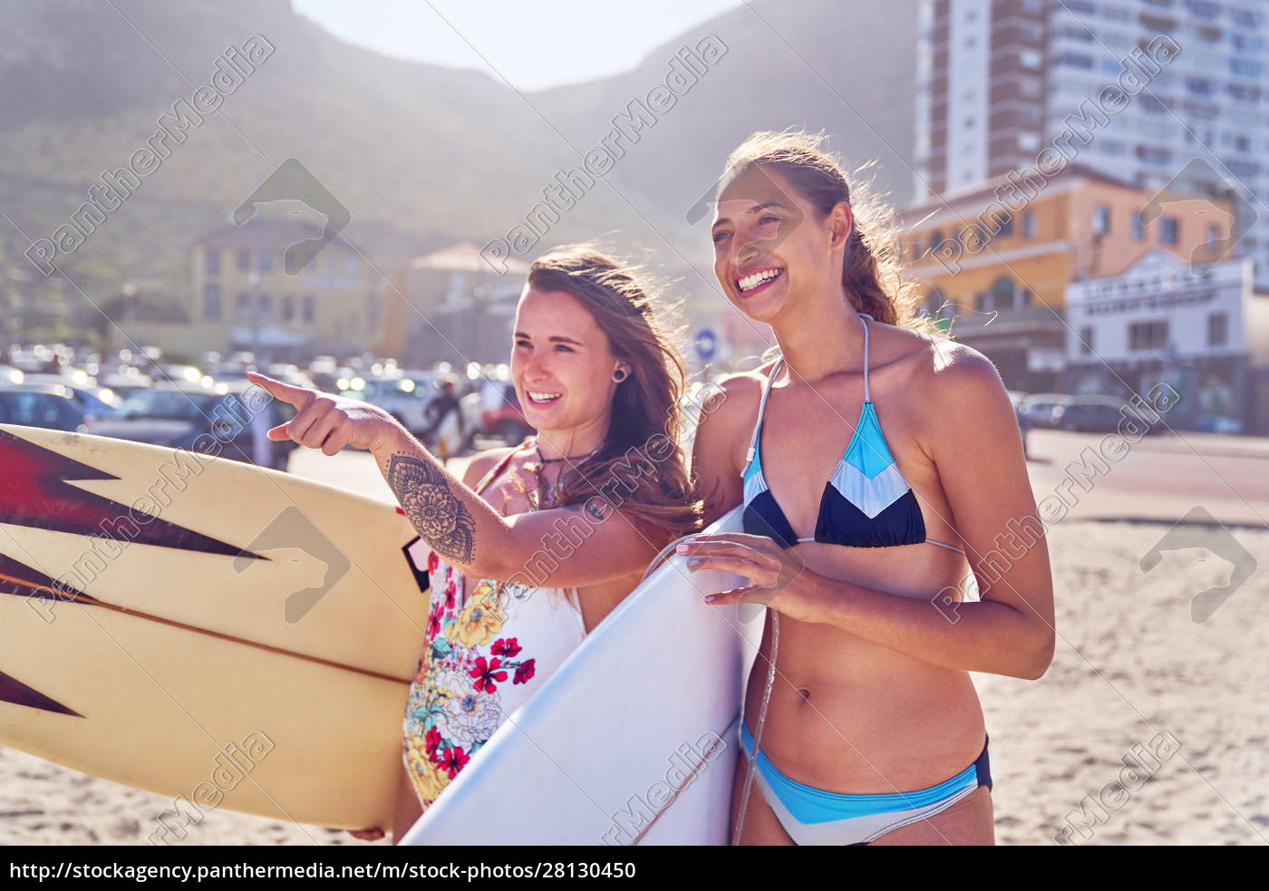 felici, giovani, donne, surfiste, con, tavole - 28130450