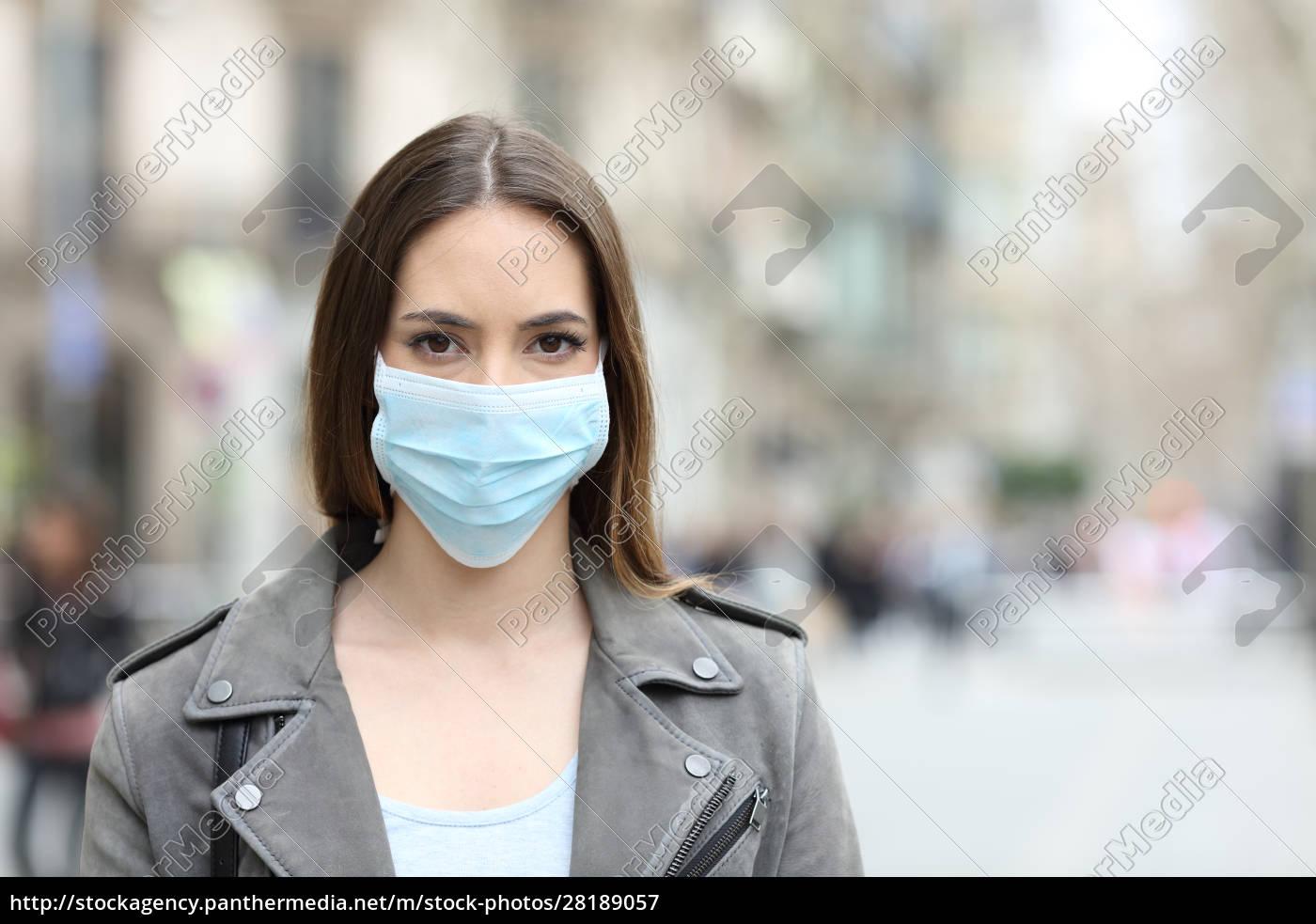 donna, con, maschera, protettiva, guardando, la - 28189057