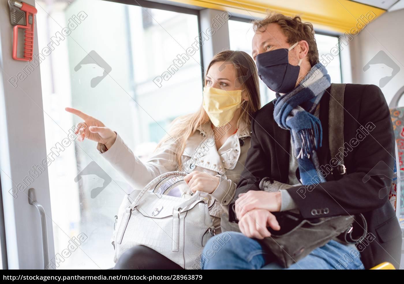 coppia, in, autobus, con, trasporto, pubblico - 28963879
