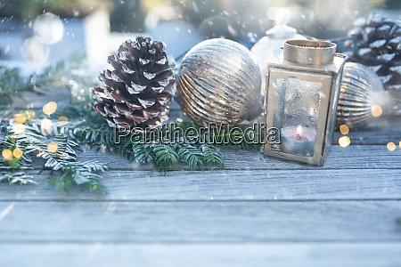 decorazione natalizia con fiocchi di neve