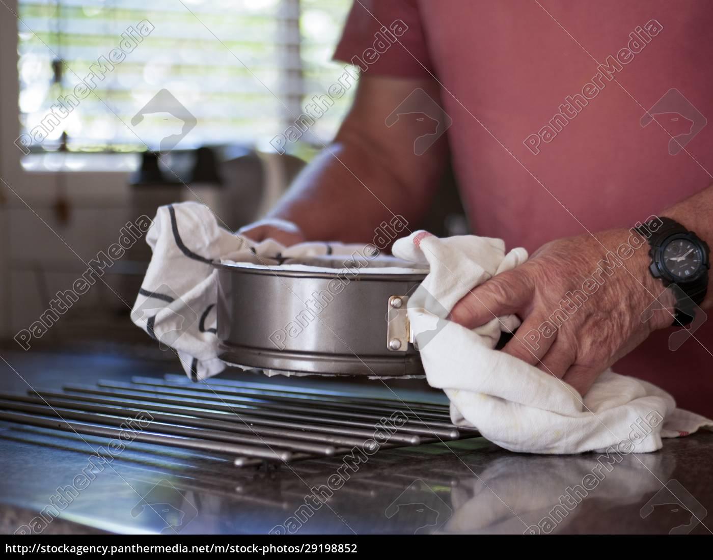 uomo, con, torta, con, torta, appena - 29198852
