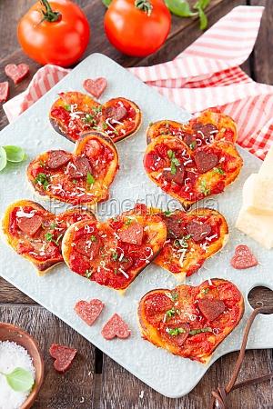 pizza a forma di piccolo cuore