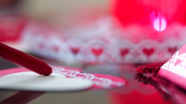 rosso bianco oggetto nessuno regalo bella